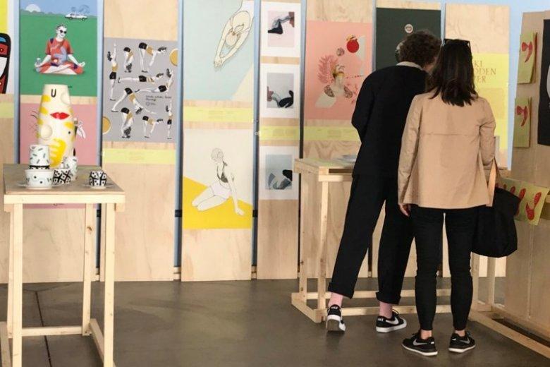 Tematem wystawy jest kobiecość