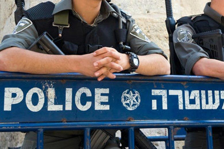 W izraelskim mieście Afula 29-letni turysta z Polski wyskoczył z okna mieszkania na trzecim piętrze. W ten sposób ranił nie tylko siebie, ale i 50-letnią kobietę, która przechodziła ulicą.