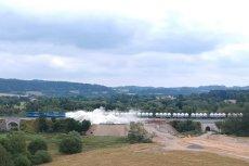 W Czechach wykoleił się pociąg z wapnem. Wideo pokazujące wypadek trafiło do internetu.