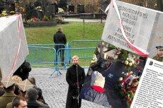 Joanna Racewicz opisała to, co działo się nad grobem jej męża, który zginął pod Smoleńskiem.