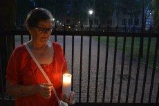 70-letnia Dorota Jankowska samotnie protestowała przeciwko pisowskim zmianom w sądownictwie.