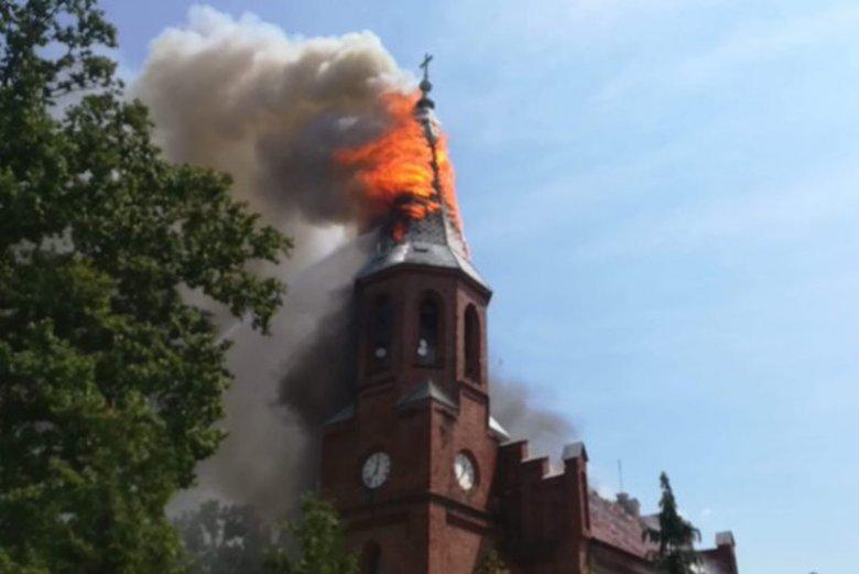 Płonie zabytkowy kościół w Lutolu Suchym.