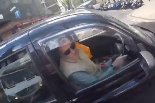 Londyńskiego taksówkarza wyprowadził z równowagi rowerzysta, który zwrócił mu uwagę, że jedzie po pasie dla rowerów.