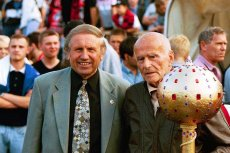 Jerzy Piekarzewski (z lewej) w polskiej piłce siedzi od lat.
