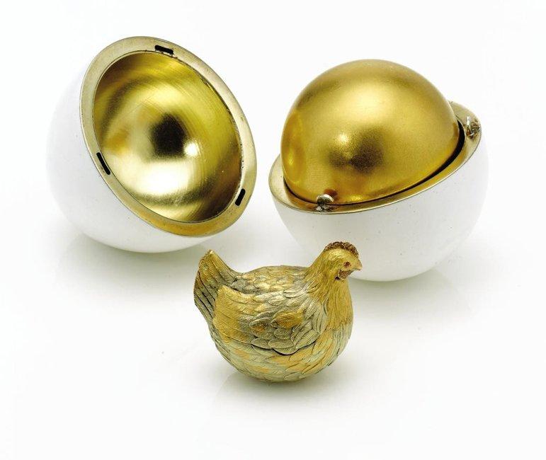 Pierwszy cesarskie prezent wielkanocny w formie jajka - czyli pierwsze jajko Fabergé