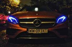 Mercedes klasy E w wersji coupe. Niebieskie akcenty w reflektorach robią wrażenie.