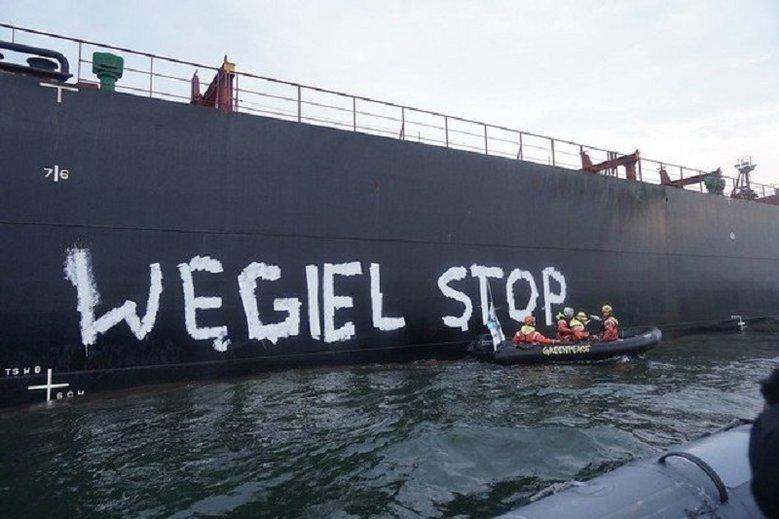 Akcja GreenPeace na statku z Mozambiku.