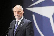 """Antoni Macierewicz oznajmił w Brukseli, że """"najwyższy czas, by NATO włączyło się do wyjaśniania katastrofy smoleńskiej""""."""