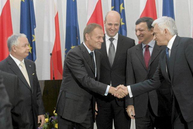 2009 rok. Jerzy Buzek został szefem PE. Trzy miesiące później prezydent Lech Kaczyński podpisał Traktat Lizboński.