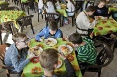 Głodne dzieci w Polsce – temat żywo dyskutowany i manipulowany