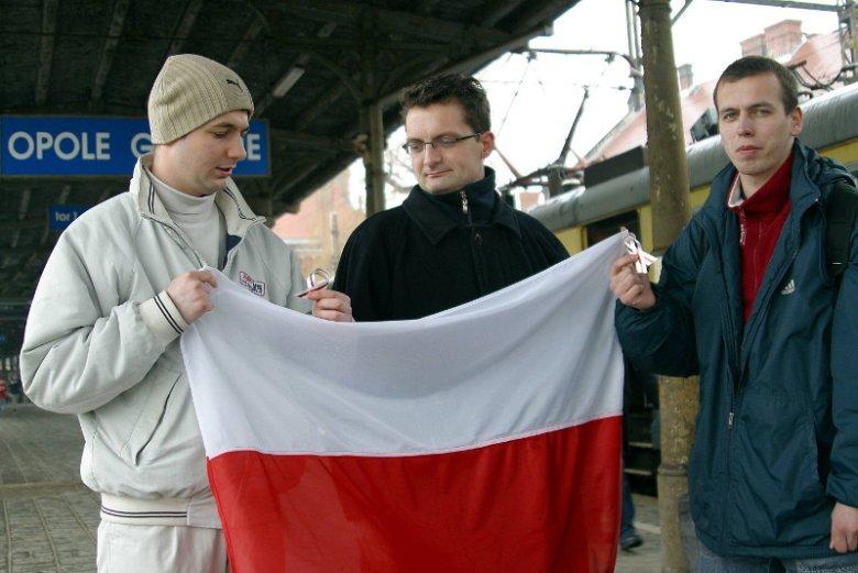 2006 r. akcja Młodych Konserwatystów - jadą na Białoruś obserwować wybory w tym kraju. Patryk Jaki pierwszy od lewej.
