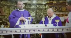 Msza na Malcie została przerwana, bo kościelny pomylił butelki. Zamiast wina do kielicha wlał whisky