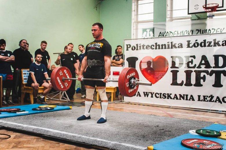 Martwy ciąg klasyczny w wykonaniu Marcina na Akademickich Mistrzostwach Polski w 2014