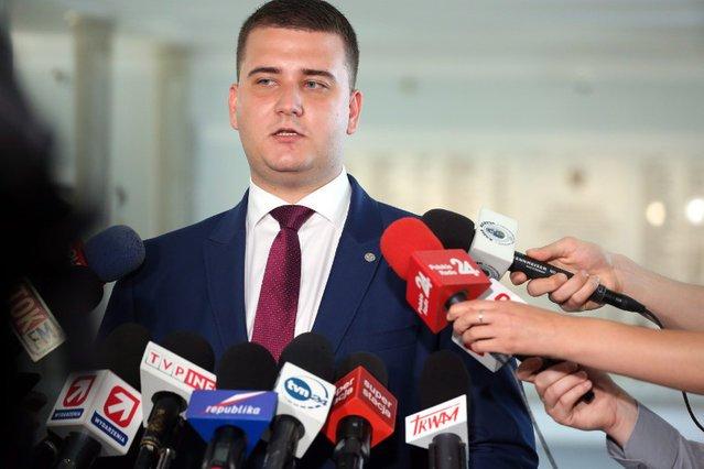 Bartłomiej Misiewicz został przywrócony na stanowisko rzecznika MON w grudniu 2016 roku.