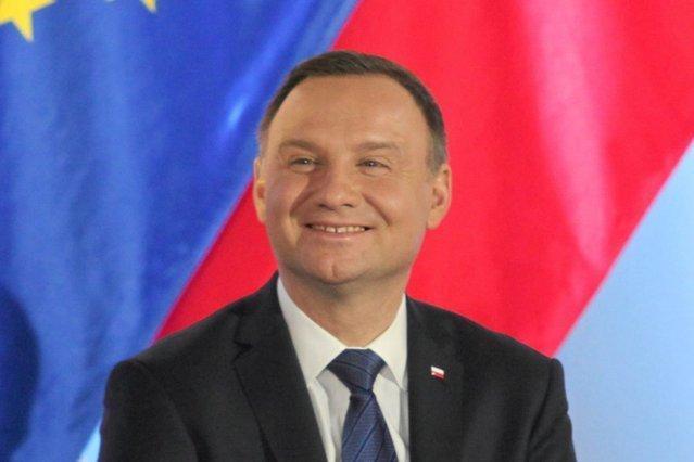 Prezydent Andrzej Duda w zakładach mięsnych. Pokazał... jak robi się szynkę.