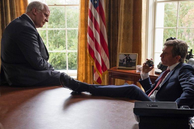 Dick Cheney (Christian Bale) sporo namieszał za plecami George'a W. Busha (Sam Rockwell).