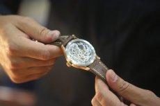 Jak odróżnić zegarek tani od tego za miliony?