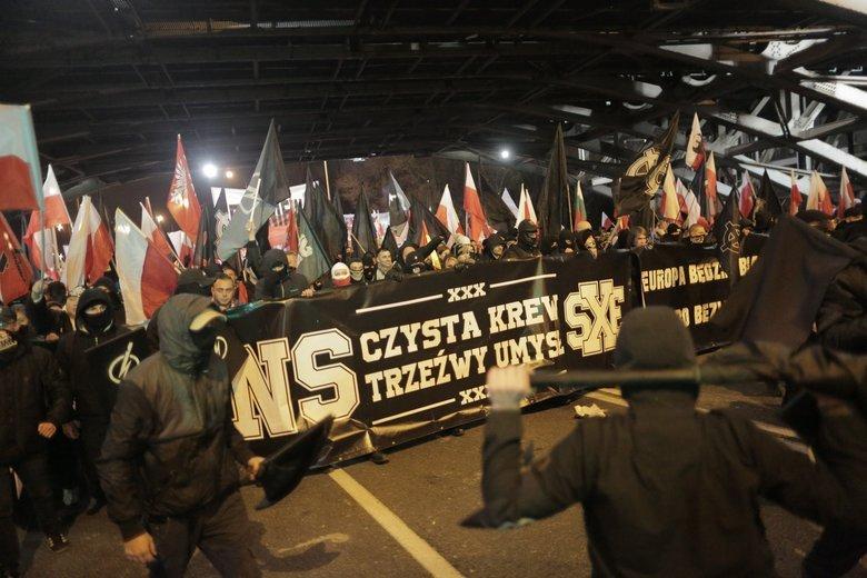 """""""Czarny Blok"""" Szturmowców na Marszu Niepodległości 11 listopada 2017 roku."""