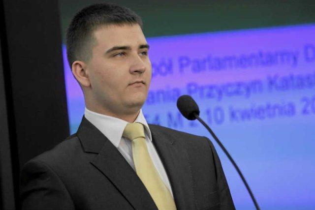 Bartłomiej Misiewicz, rzecznik Antoniego Macierewicza, ma posadęw TVP.