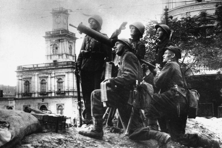 Żołnierze polscy z jednostki artylerii przeciwlotniczej w rejonie Dworca Głównego podczas Obrony Warszawy w pierwszych dniach września 1939