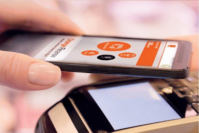Technologia SIM-NFC pozwala  na dokonywanie płatności w sklepach  za pomocą smartfona, bez konieczności logowania się do bankowości internetowej