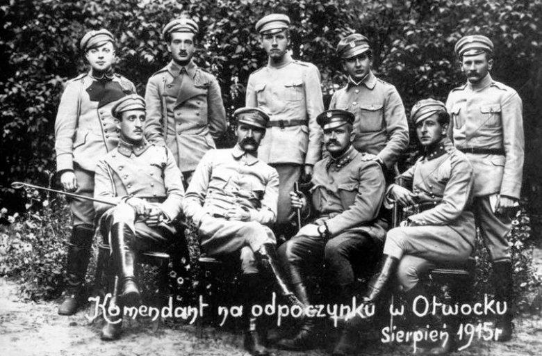 Józef Piłsudski wraz z legionistami w Otwocku, VIII 1915.