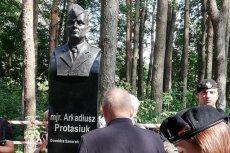 Na tablicy pod popiersiem majora Protasiuka wkradł się błąd