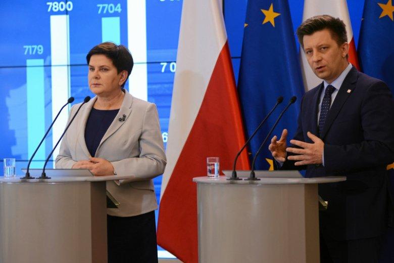 Wiceprezes Rady Ministrów Beata Szydło i szef KPRM Michał Dworczyk podczas konferencji prasowej na temat ogólnopolskiego strajku nauczycieli.