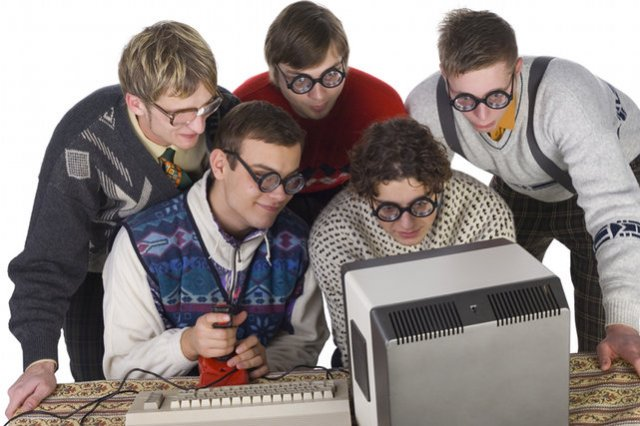 Firmowi informatycy  to obiekt biurowych żartów, przez pracodawców są doceniani finansowo.