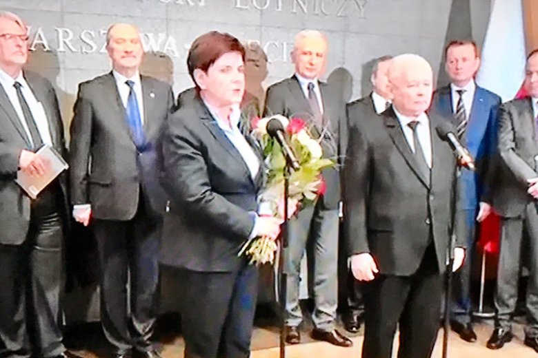 To był spektakl! Delegacja rządowa powitała Beatę Szydło.