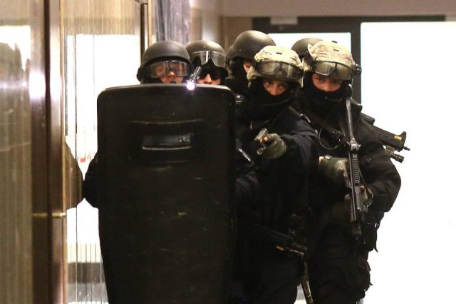 Mężczyzna został zatrzymany przez antyterrorystów.