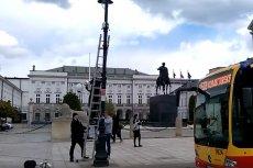Montaż kamer przed Pałacem Prezydenckim tuż przed smoleńskim wiecem PiS wywołał emocje internautów.