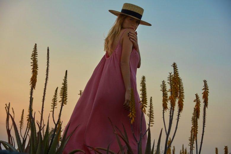 Wśród produktów polecanych przez Jessicę Mercedes znajdziemy m.in. piękne, zwiewne sukienki