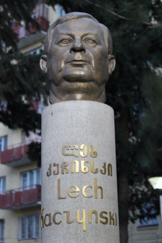 Popiersie Lecha Kaczyńskiego w Tbilisi.
