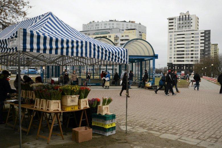 Okolice stacji Metro Wilanowska w Warszawie.