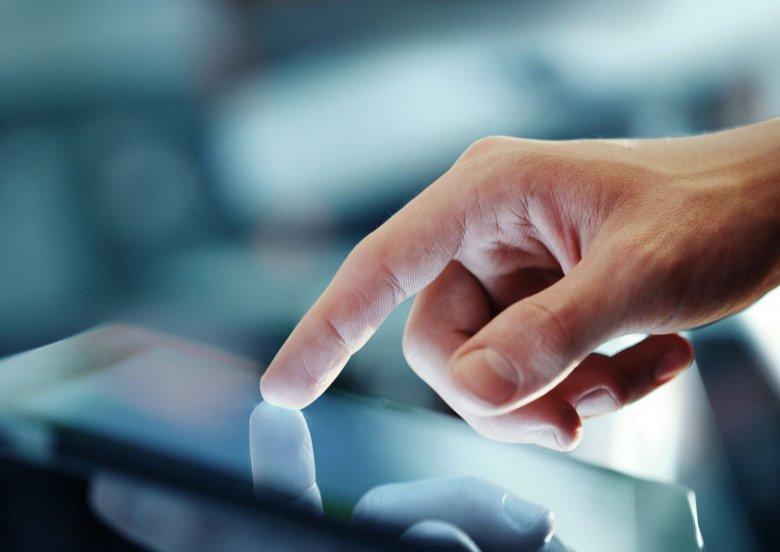 """Czy mickiewiczowskie """"szkiełko i oko"""" w XXI wieku stanowi ekran tabletu?"""