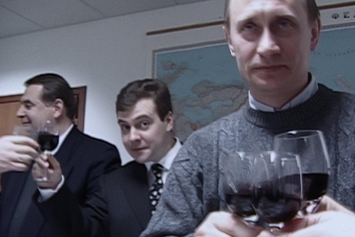 """""""Świadkowie Putina"""" to film w reżyserii Witalija Manskiego, w którym zza kulis obserwujemy dojście Władimira Putina do władzy"""