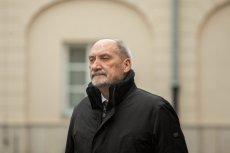 Antoni Macierewicz twierdzi, że tabuny ochotników walą drzwiami i oknami do WOT.