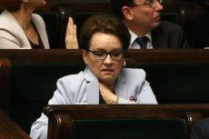 Minister Anna Zalewska zapewniała, że polskich szkołach przybyło od września etatów. Dane dotyczące odpraw dla nauczycieli przeczą jej słowom.