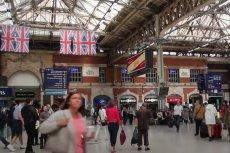 W Londynie mężczyzna opluł kobietę. Twierdził, że ma koronawirusa.