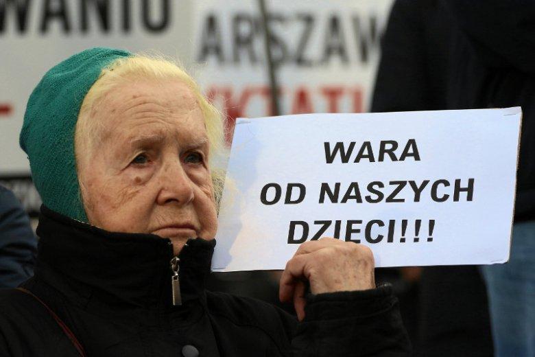 """""""Warszawski Protest Rodzin"""" – demonstracja przeciwko deklaracji LGBT+ podpisanej przez prezydenta Warszawy Rafała Trzaskowskiego."""