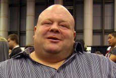 "200-kilowy Eric ""Butterbean"" Esch wraca do boksu."