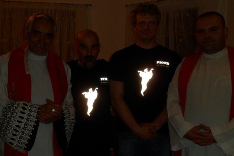Od lewej: ks. egzorcysta Henryk Hawryszczak, Piter Shalkevitz założyciel zespołu PTGH oraz Akademii PTGH, Piotr Sobczyk współzałożyciel PTGH oraz Akademii PTGH, demonolog śledczy egzorcysta, ks. egzorcysta Kazimierz Dorociński