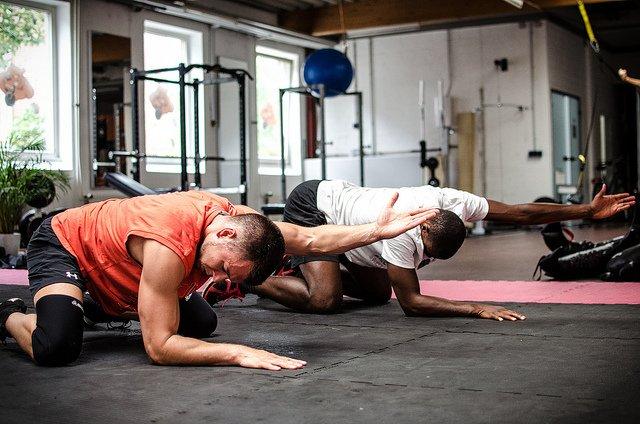 Trening funkcjonalny przynosi korzyści zarówno sportowcom, jak i początkującym czy osobom starszym