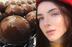 Mirror Glaze Skin to nowy trend w makijażu. Skóra ma być lśniąca i gładka, zupełnie jak lustrzana polewa do ciast