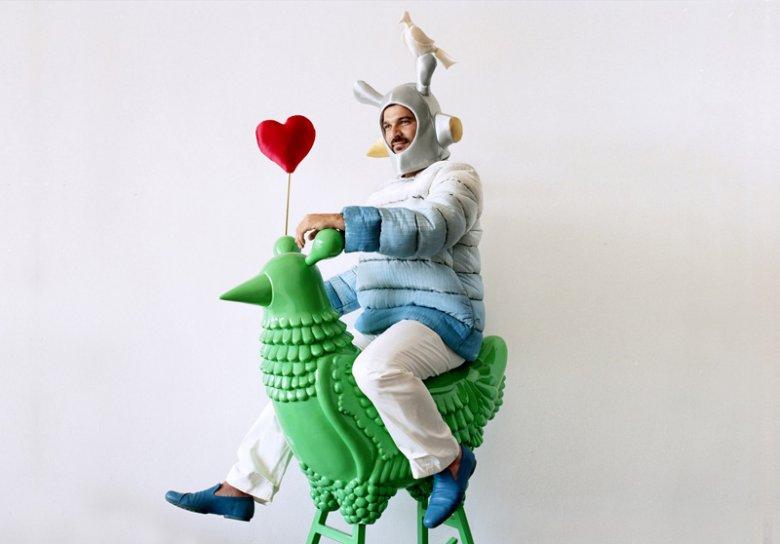 Jaime Hayon i jeden z jego najsłynniejszych projektów Rocking Chicken