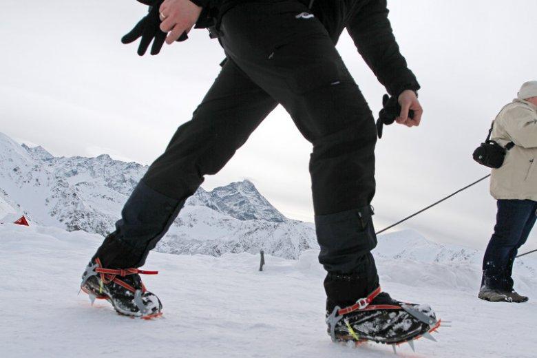 Raki to podstawa, ale nie każdy potrafi w nich chodzić. Zwłaszcza, gdy zamiast śniegu na szlakach jest lód.