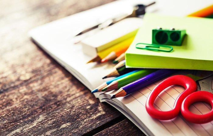 Kolorowe kredki, piórnik i flamastry to dla wielu dzieci marzenie