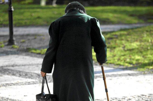 Czy jest sens, by sąd zajmował się sprawą chorej na Alzheimera emerytki, która chciała ukraść sałatkę za 2,99 zł?