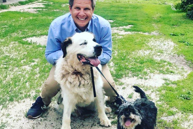 Filip Chajzer obiecał, że adoptuje dwa psy ze schroniska w Celestynowie. Ostatecznie jednak tego nie zrobił.